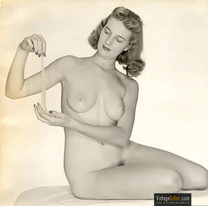 1940 vintage nude wife - Blonde sexy girl holding a necklace while sitting on her bed retro Four  naked ...