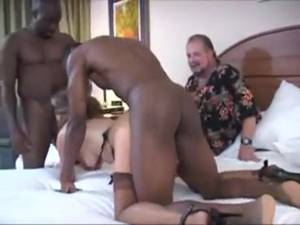 Cuckold Threesome Porn - Cuckold threesome with horny MILF in stockings