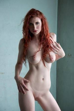 Curvy Skinny Redhead - queen of hearts