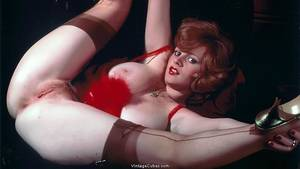 80s Female Porn Stars Redheads - Sexy redhead Lisa DeLeeuw spreads her legs in a provocative red lingerie