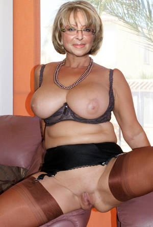 mature woman with - Free Videos Of Sexy Mature Women
