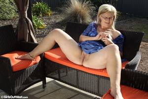 Mature Masturbate Outdoor -