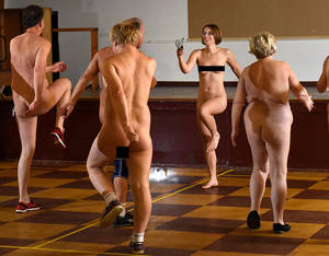 gym nude training - Helen taking the Nude-ercise class