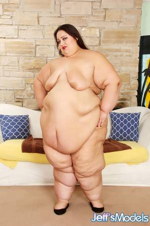 black bbw toys - ... Raunchy brunette BBW Apple Bomb pleasures her wet twat with toys ...