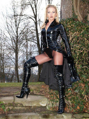 latex boot sex - blonde babe outside in latex boots
