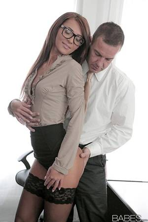 Alexis Brill Secretary Porn - ... Stocking and glasses adorned Alexis Brill having shaved pussy ate in  office ...