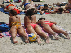 amateur beach girls - amateur-beach-romanian-bikini-topless-tits-boobs-babes-