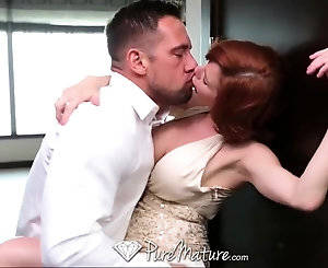 Kissing Mature Porn - Redhead mature babe Veronica is in love with that schlong