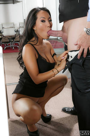 blowjob office milf - Office MILF Asa Akira seduces guy and gets her pussy fucked