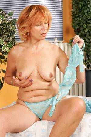 hairy mature solo masturbate - xpics.me - Spreading Horny mature redhead shoves a sex toy up her hairy  granny pussy