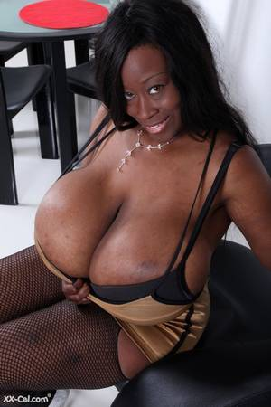 monster ebony boobs - Such a beautiful big choco honey.