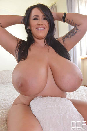 hd pov big tits beauty - Big Is Beautiful: Busty British Goddess Gets Naked On Bed Video with Leanne  Crow